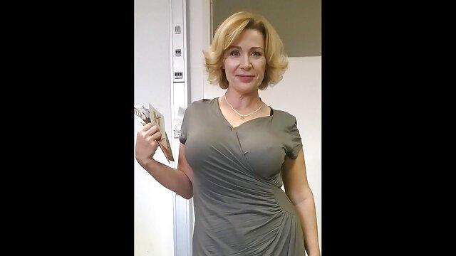 Charmante latina caressant sa sex avec mama chatte